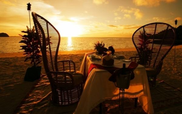 Balayı Tatillerinin En Romantik Akşam Yemeği Masalarını Seçtik. Yalnızca İki Kişilik!